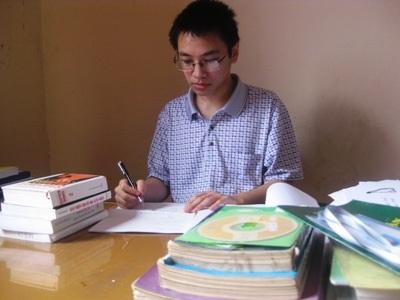 Học chuyên Lý nhưng em Nguyễn Tiến Mạnh rất say mê môn Tin học.