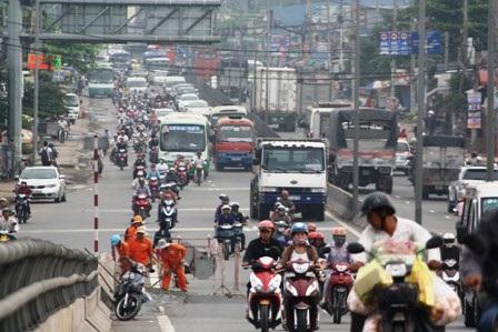 Năm 2015, các phương tiện xe máy trên địa bàn thành phố bắt đầu đóng phí sử dụng đường bộ