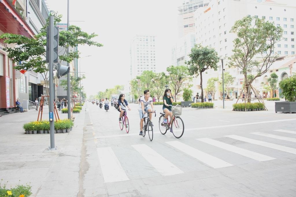 Làn đường lưu thông một chiều rộng 10,5m (với 3 làn xe)