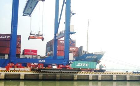 Hàng hóa nhập khẩu qua cảng Tân Cảng - Hiệp Phước (huyện Nhà Bè, TPHCM