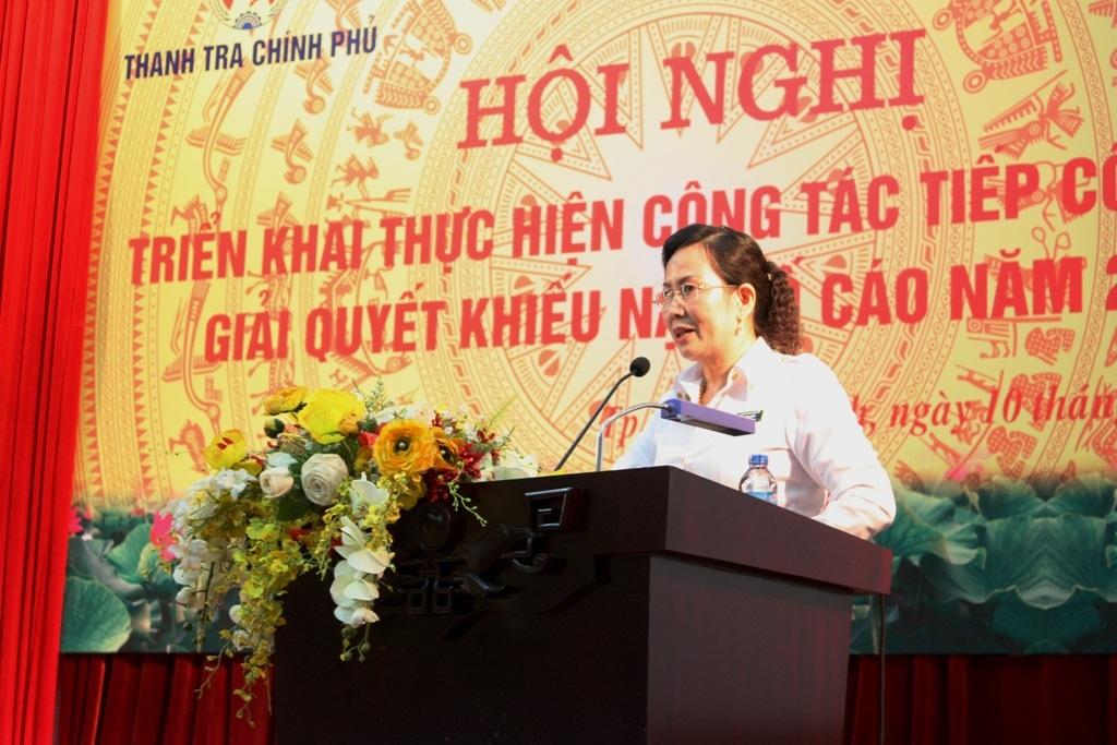Phó Tổng Thanh tra Chính phủ Lê Thị Thủy báo cáo tình hình giải quyết khiếu nại, tố cáo năm 2014