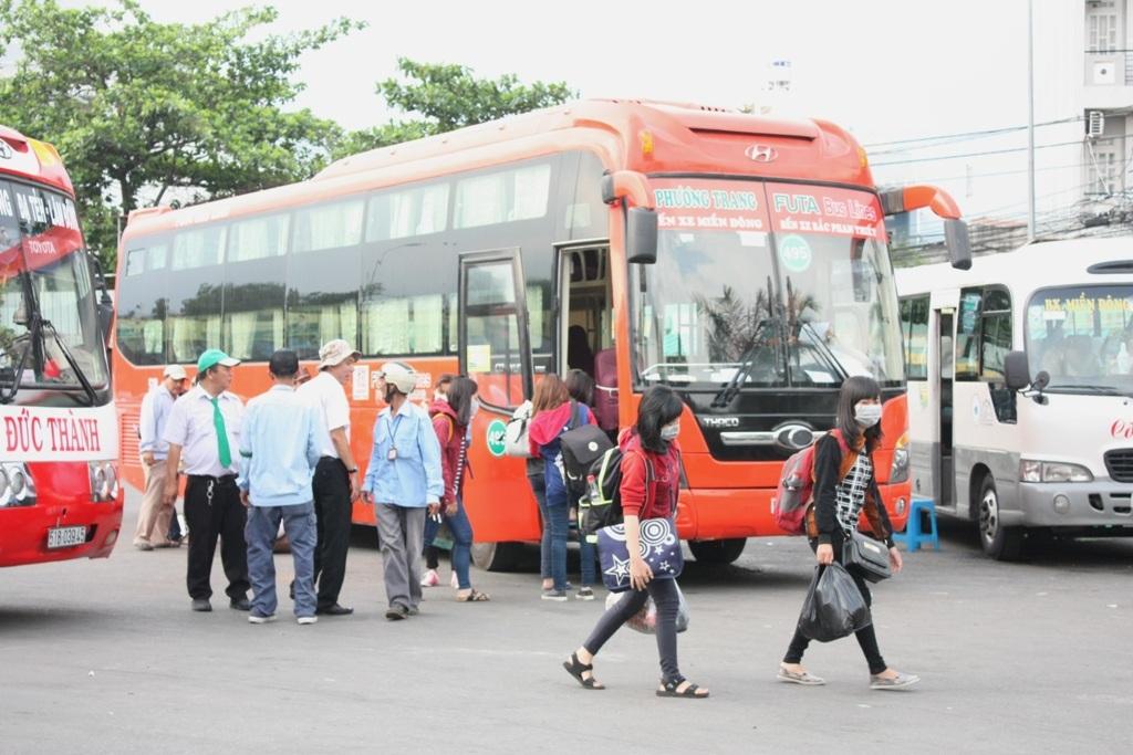 Người dân trở lại TPHCM sau kỳ nghỉ lễ kéo dài 6 ngày