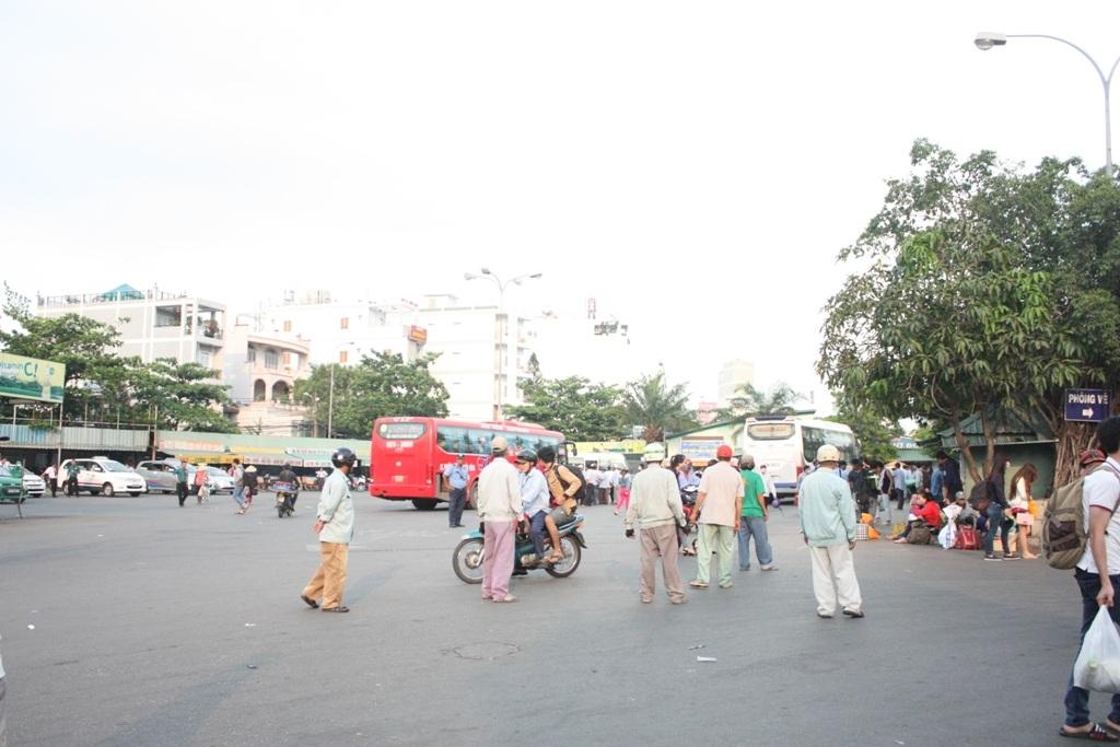 Lượng xe đổ về thành phố chiều