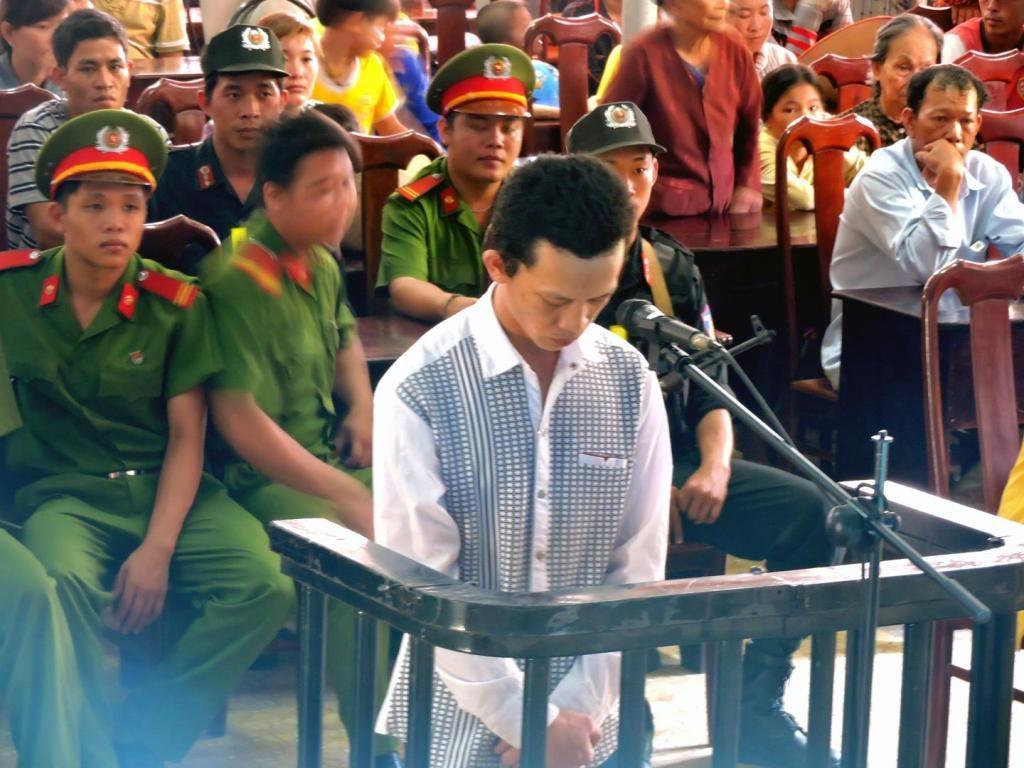 Bị cáo Nguyễn Thanh Tuấn trước vành móng ngựa
