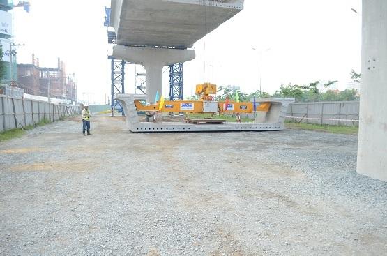 Những đốt dầm đầu tiên của tuyến Metro số 1 đã được lắp thành công trong sáng 4/6