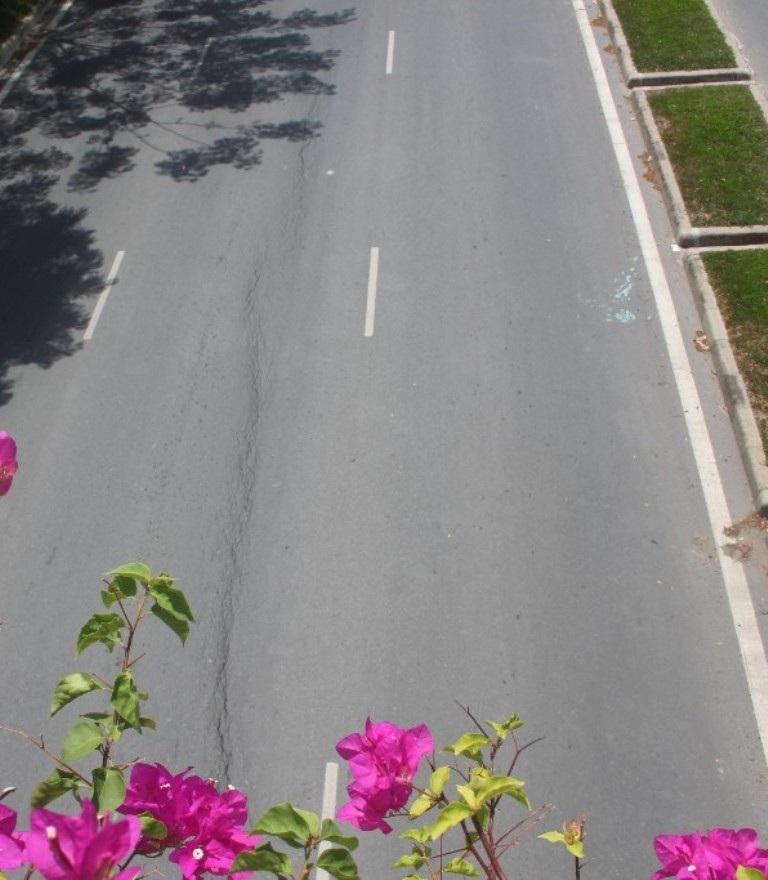 Vết nứt kéo dài trên Đại lộ Võ Văn Kiệt