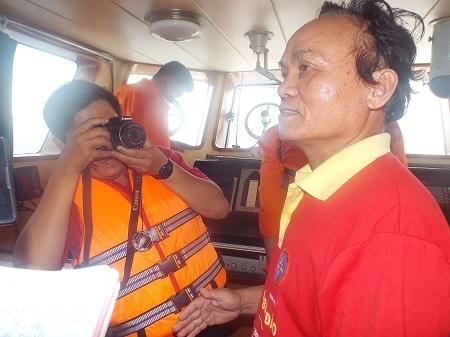 Tàu SAR 27-01 của Nhatrang MRCC đang tìm kiếm các thủy thủ mất tích trưa 10/11.