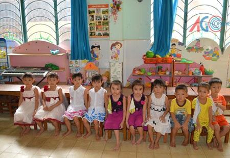 Các bé song sinh tại Trường mẫu giáo Hoàng Yến