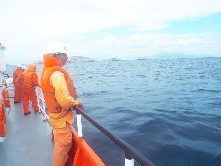 """""""Quần thảo"""" trên biển tìm kiếm 8 thủy thủ mất tích"""