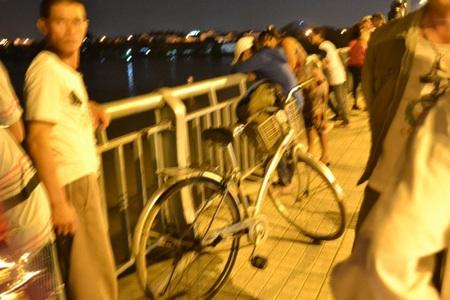 Chiếc xe đạp được cho là của nam sinh nhảy cầu tự tử.