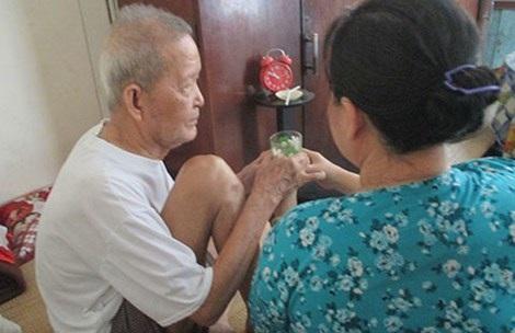 Ông B. và bà C. đã bên nhau gần 10 năm nay, họ rất muốn được đăng ký kết hôn. Ảnh: H.MINH