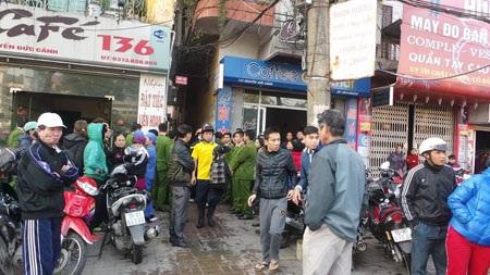 Ngôi nhà cháy là một tiệm may nhỏ nằm trong ngõ 136 Nguyễn Đức Cảnh