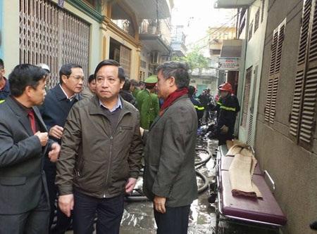 Lãnh đạo TP Hải Phòng và phường Cát Dài có mặt tại hiện trường vụ cháy