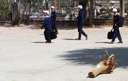 Sân thể dục nơi nữ sinh ngã xuống tử vong.