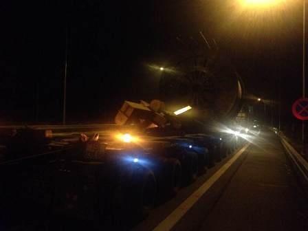 Xe quá tải đi vào cao tốc Nội Bài - Lào Cai.