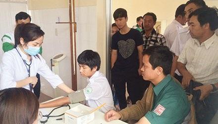 Khám sức khỏe làm hồ sơ lái xe tại Hà Nội. Ảnh: Hồng Vĩnh