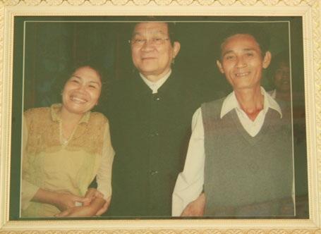 Vợ chồng ông Ninh vui mừng khi được Chủ tịch nước Trương Tấn Sang tới tận nhà thăm.