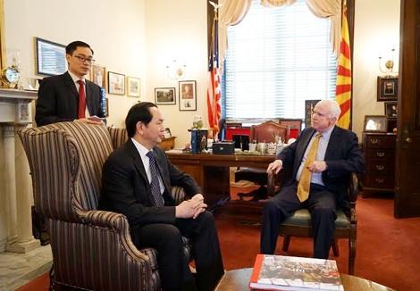 Bộ trưởng Trần Đại Quang hội kiến với Thượng nghị sĩ John McCain...