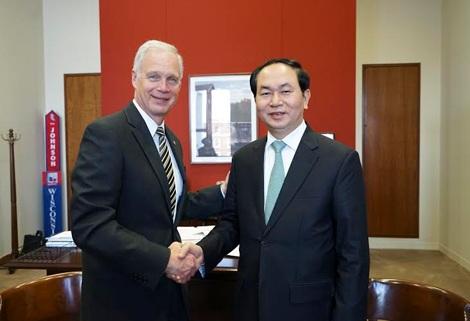 Bộ trưởng Trần Đại Quang và Thượng nghị sĩ Ronald Harold Johnson.