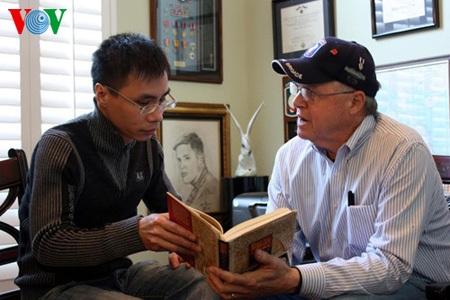Paul Reed giới thiệu với phóng viên VOV về cuốn Nhật ký Kon Tum