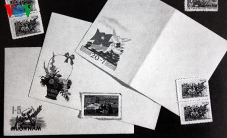 Tem và bì thư trong ba lô