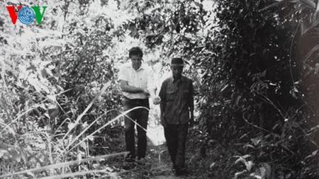 Paul Reed và trung úy Nghĩa thăm lại chiến trường xưa