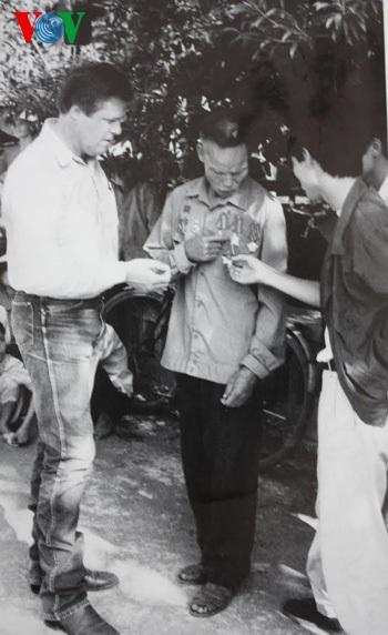 Paul Reed và trung úy Nghĩa sau lần trở lại Việt Nam