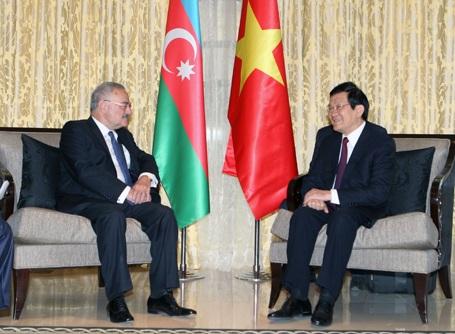Chủ tịch nước Trương Tấn Sang có cuộc gặp với Thủ tướng Azerbaijan Artur Rasizade.