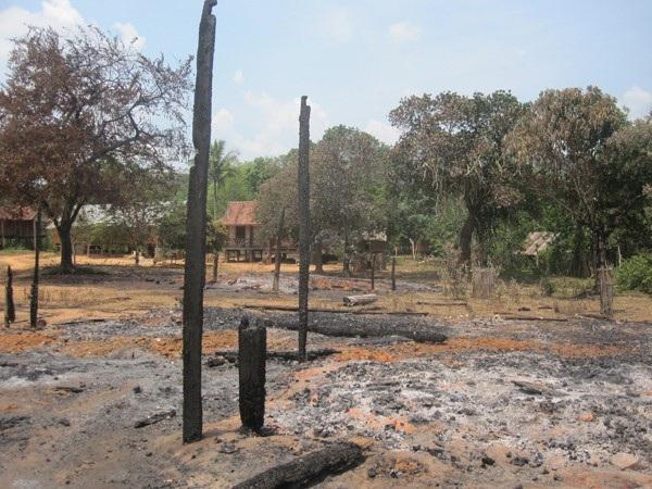Làng Kon Sơ Lăl cũ nên thơ giờ đã bị lửa làm cho hoang tàn