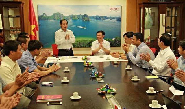 Trưởng ban Kinh tế TƯ thăm và làm việc với cán bộ, nhân viên ĐSQ Việt Nam tại Israel.