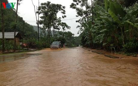 Nhiều đoạn trên QL 6 từ TP Sơn La đến Thuận Châu ngập sâu