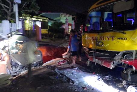 Hiện trường bung bét của vụ tai nạn.