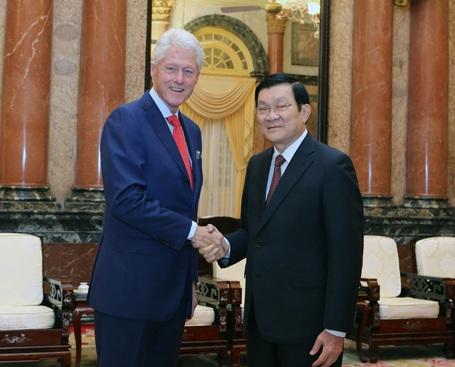 Chủ tịch nước Trương Tấn Sang tiếp nguyên Tổng thống Hoa Kỳ Bill Clinton.