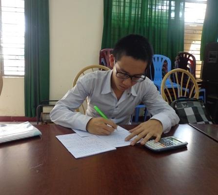 Gấp rút ôn thi để hoàn thành chương trình lớp 12 và chuẩn bị cho kỳ thi sắp tới.