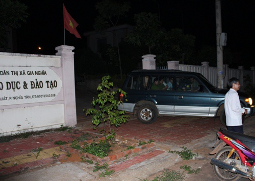 Lực lượng chức năng đã khám xét Phòng GD-ĐT thị xã Gia Nghĩa sau khi ông Dẫn bị bắt