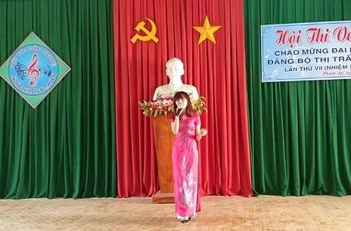 Hoài Thương là đại diện của trường dự thi cuộc thi văn nghệ lớn, nhỏ