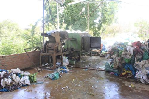 Một góc trong xưởng sản xuất bao bì phế thải