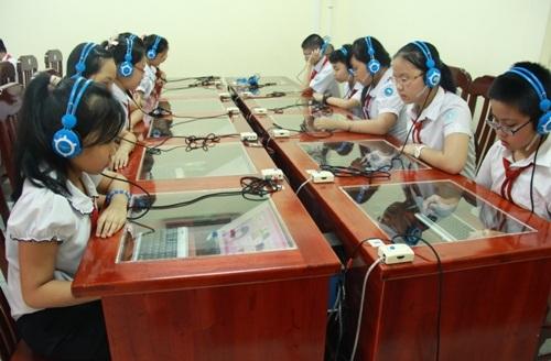 Nhà trường đầu tư trang thiết bị hiện đại phục vụ tối đa cho học sinh.