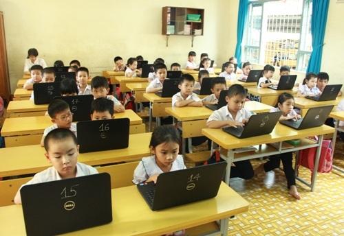Học sinh được tiếp xúc và học trên máy tính xách tay ngay từ khi bước vào lớp 1