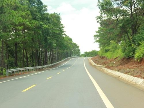 Tuyến đường được đầu tư xây dựng đẹp.