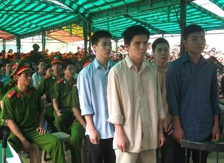 Phẫn nộ phiên xử 4 thiếu niên lấy việc hại người làm... niềm vui