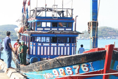 Đưa 10 người nước ngoài gặp nạn trên biển về đến Nha Trang - 1
