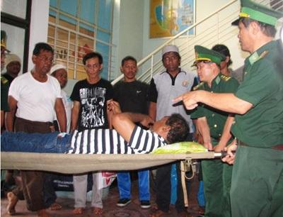 Đưa 10 người nước ngoài gặp nạn trên biển về đến Nha Trang - 2