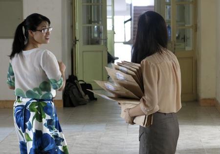 7 giờ đề thi bắt đầu được đưa vào các phòng thi.