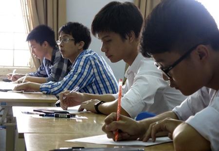 Các thí sinh bắt đầu làm bài với thời gian tối đa 3 tiếng.