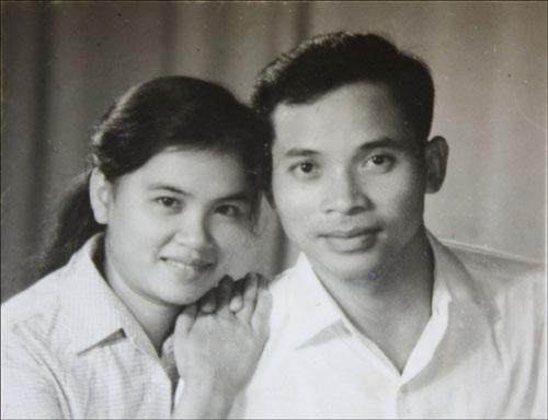Tấm ảnh tìm thấy trong ba lô, Fritz nghĩ đây là người lính với vợ hoặc bạn gái