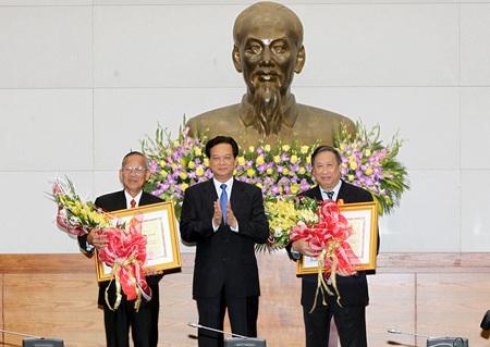 Nguyên Phó Thủ tướng Trương Vĩnh Trọng, Phạm Gia Khiêm nhận huân chương Hồ Chí Minh