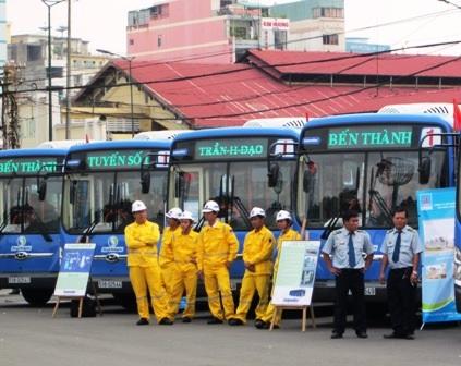 Đưa 21 xe buýt thân thiện môi trường vào hoạt động - 1