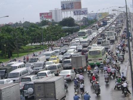 Cầu Sài Gòn luôn ùn ứ trong giờ cao điểm