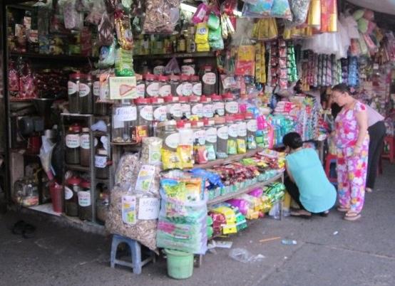 Mặt hàng hạt hướng dương vẫn bán chạy tại các chợ ở TPHCM